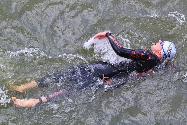 swimmer-380274_640